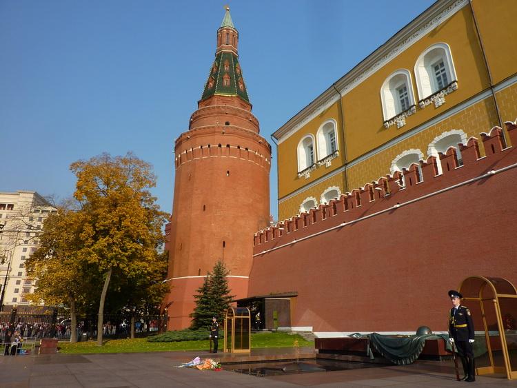 Башни кремля - угловая арсенальная башня московского кремля