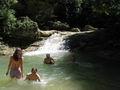 Купание у водопада