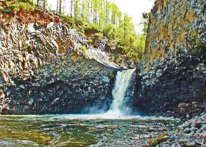 Читинская область, Забайкалье. Водопад на реке Сыни в устье реки Хангура