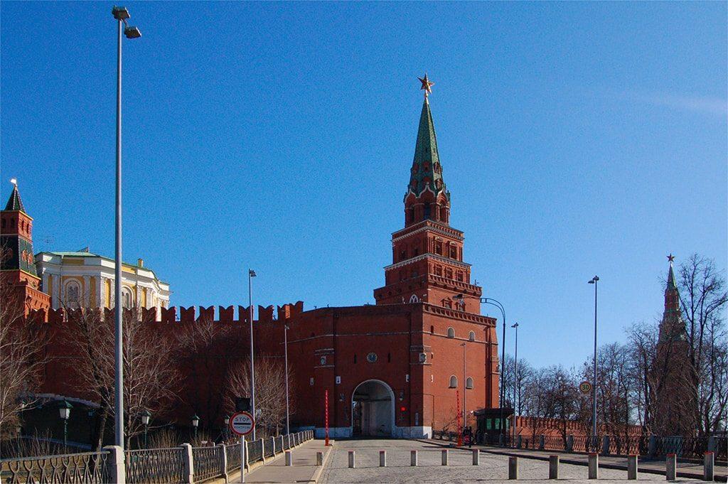 боровицкая башня московского кремля фото день снег лес