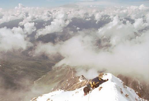 Гора Ушба. Штурмовой лагерь на плече Ушбы, высота 4300 м.