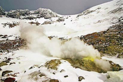 Курилы. Фумаролы на склоне вулкана Баранского