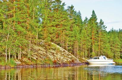Финляндия. Катер на озере в Финляндии, фото пейзаж Финляндии