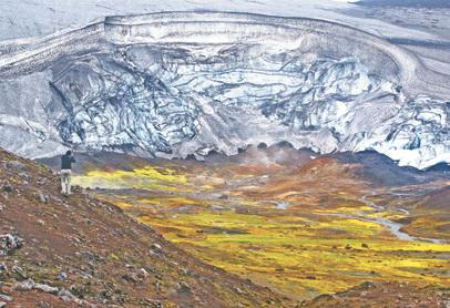 Исландия. Из этого ледника рождается река ( в долине «тысячи дымов»)