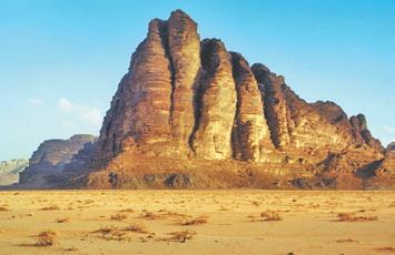 Иордания. Скала Семь Столпов Мудрости в пустыне Вади Рум (Иордания)