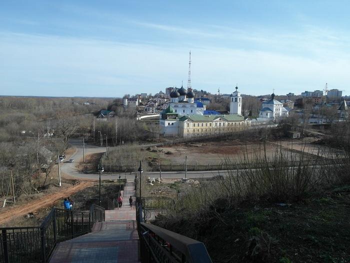 Памятники и храмы Кирова
