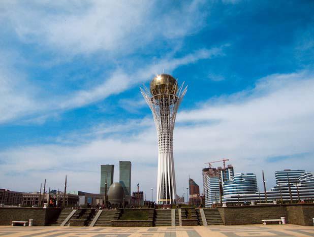 Астана – столица Казахстана. Вид на монумент Байтерек и центр города