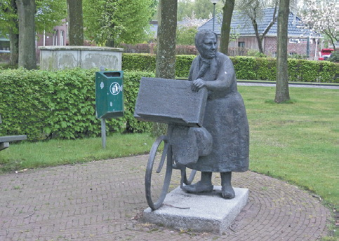 В Голландии принято ставить памятники известным людям населённых пунктов