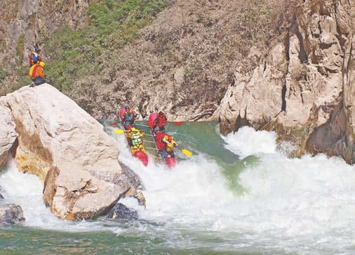 Сплав в Китае, сплав по реке в Китае. Порог-водопад Артобстрел