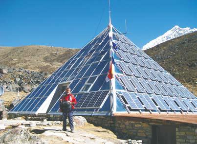 Непал, Итальянский научно-исследовательский центр «Пирамида». В нём учёные из 18 стран изучают Гималаи