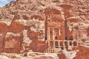 Иордания. Выдолбленные в скале королевские гробницы в Петре (Иордания)
