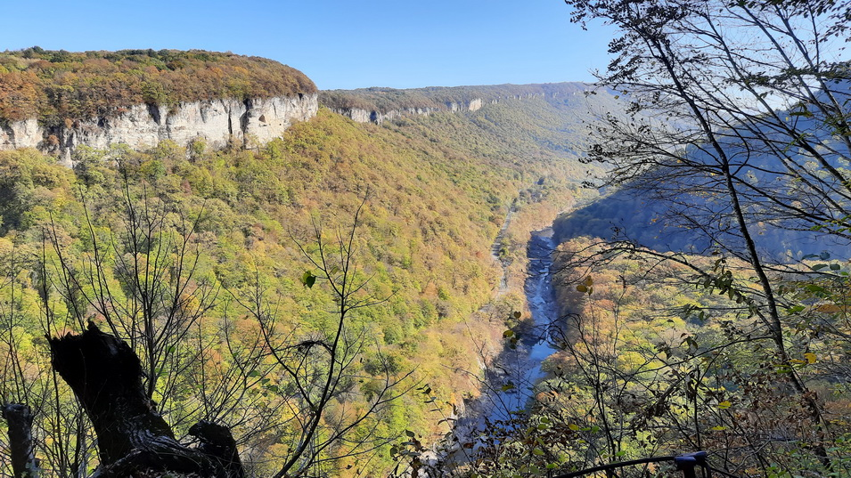 Тур в Адыгее осенью, осенний активный тур в горах Адыгеи, активный тур в Адыгее осенью