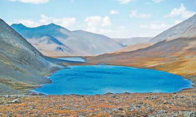 Алтай. плато Уко. Вид на озёра с перевала Ажу