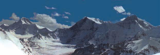 Горы Китая. пики (слева направо) 6355 м, 6849 м, Коскулак (7028 м)