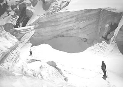 Ледопад. Ледопад в горах.