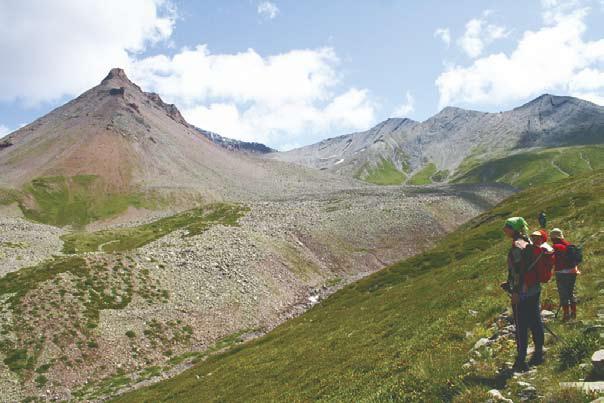 Туризм в Южной Осетии - налево – Кельское плато, направо – Кельский перевал