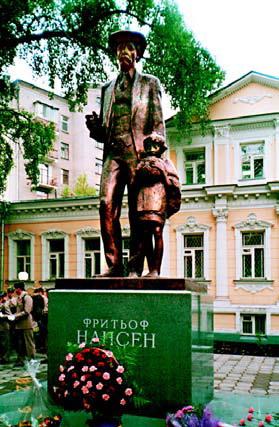 Путешественник Нансен - памятник