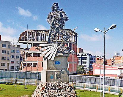 Статуя Че Гевары из велосипедных запчастей в Ла-Пасе