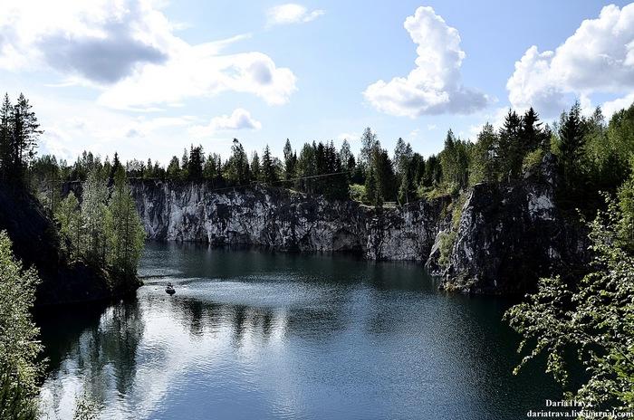 Мраморное озеро в Карелии