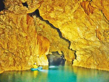 В пещере, озеро