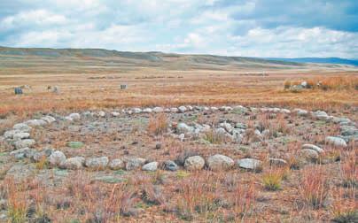 Плато Укок - Алтай. Остатки древнего кургана в долине Ак-Алахи после раскопок