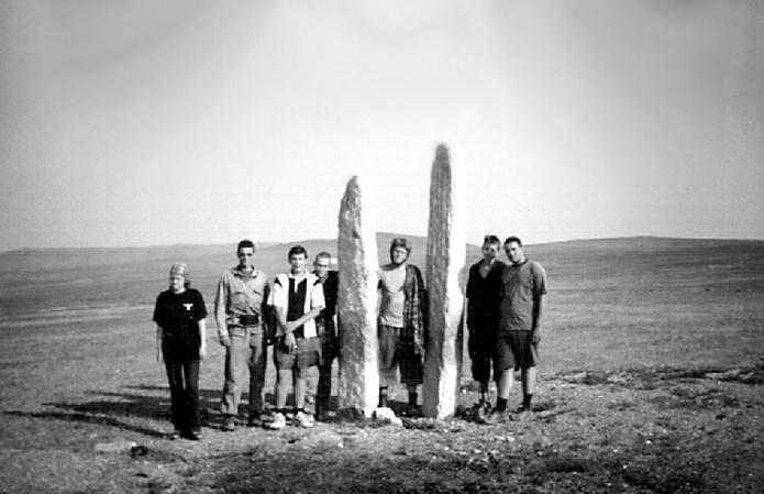 Монголия, уже 10—15 тысяч лет стоят эти каменные менгиры