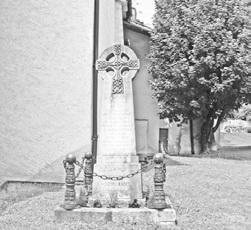 Памятный знак в честь первого восхождения французов на Эльбрус