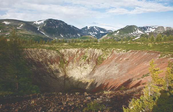 Вид на вулкан Кропоткина с вулкана Перетолчина