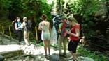 """<span style=""""line-height: 20px;"""">Самым красивым водопадом является «Сердце Руфабго». Узкий поток воды, обтекая громадную каменную глыбу, похожую на гигантское каменное сердце, обрывается в живописное глубокое ущелье. Скалы ущелья, сложенные горизонтально залегающими плитами известняка, наполняют пространство загадочным эхом. «Сердцем Великана» зовут туристы этот камень и сложили при этом красивую легенду.</span>"""