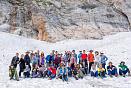 """<span style=""""line-height: 20px;""""><b>Фото</b><b>на</b><b><a id=""""bxid_230462"""" href=""""http://svastour.ru/fisht.htm"""">маршруте 30</a></b>Малый ледник Фишта. Один из самых низких в Европе, над ледником возвышается скала высотой несколько сот метров, с которой в бергшрунд ледника низвергается водопад. Под языком ледника имеется труднодоступная ледяная пещера из которой выходит мощный поток холодного воздуха.</span>"""