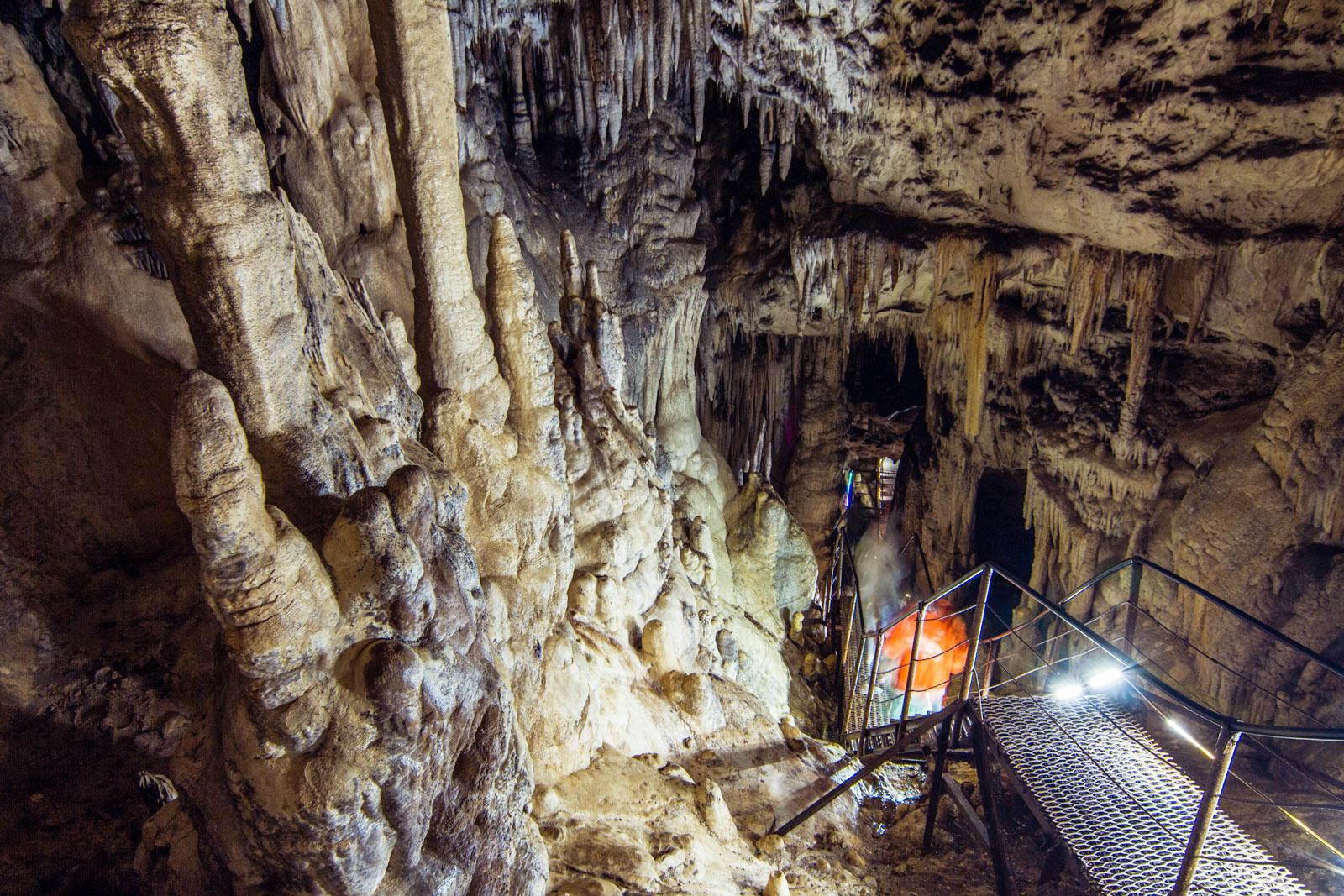 Для желающих возможно посещение оборудованной Большой Азишской пещеры карстового происхождения. По красоте и величию она превосходит многие известные пещеры, это настоящее грандиозное чудо природы.