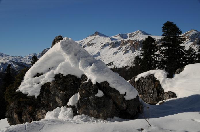 Скалы в снегу фото от СВ-Астур. Красивые скалы зимой в горах Адыгеи на Кавказе