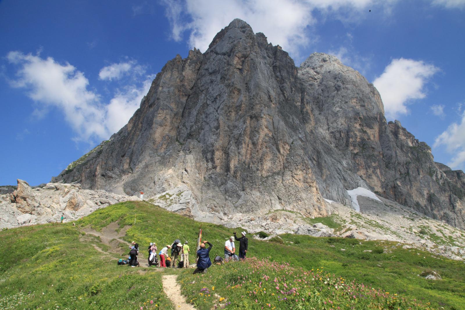 Тридцатка - это выбор тех, кто приезжает в этот заповедный край, чтобы пройти свой путь к облакам и заглянуть в себя в медитативном молчании вершин.