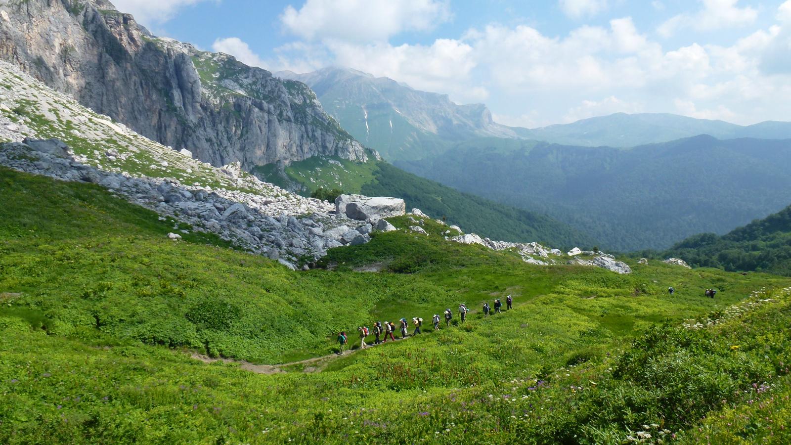 Звуки гор кажутся человеку особой музыкой, успокаивающей его душу, к которой он так долго стремился, по которой бессознательно тосковал. Люди вспоминают отдых на природе,в горах, приключения, которые с ними произошли.